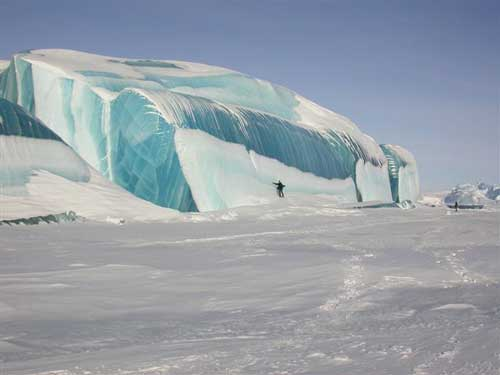 Ice wave - photo from the Antarctic